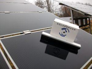 Photovoltaik- und Solarthermieanlagen fit für den Frühling machen_Foto_Solarbrush