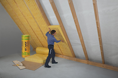 Dämmung eines Steildaches mit Klemmfilz von innen_Bild_Saint-Gobain_ISOVER_G+H