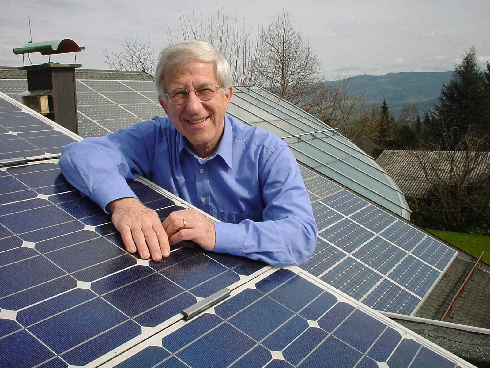 Franz Alt rät zu erneuerbaren Energien © Bigi Alt -sonnenseite.com
