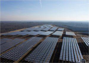 Groesste Solaranlage Hessens auf Muelldeponie Buchschlag eingeweiht_hier_Nordplateau der Muelldeponie Buchschlag_Foto_FES GmbH
