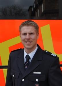 Hendrik Frese: Gefahreneinschätzung von Polystyrol / © Pressestelle der Feuerwehr Hamburg