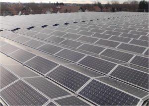 Innovative Photovoltaik Befestigung ermoeglicht PV-Installation auf Memminger Flachdach_Foto_Nuding GmbH