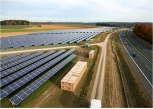 Jura-Solarpark Vorbildliches Energie- und Infrastrukturprojekt Bayerns_hier_Jura-Solarpark_Foto_IBC Solar