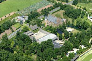 Moderner Biomassebrenner beheizt historische Wasserburg Konradsheim_hier_Wasserburg Konradsheim_Foto_Burg Konradsheim_Biokompakt