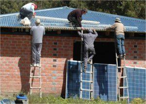 Solar-Gesundheitszentrum in Lojpaya am Titicacasee an Bevoelkerung uebergeben_hier_Solaranlage auf dem neuen Gesundheitszentrum in Lojpaya_Foto_LV Thueringen der DGS