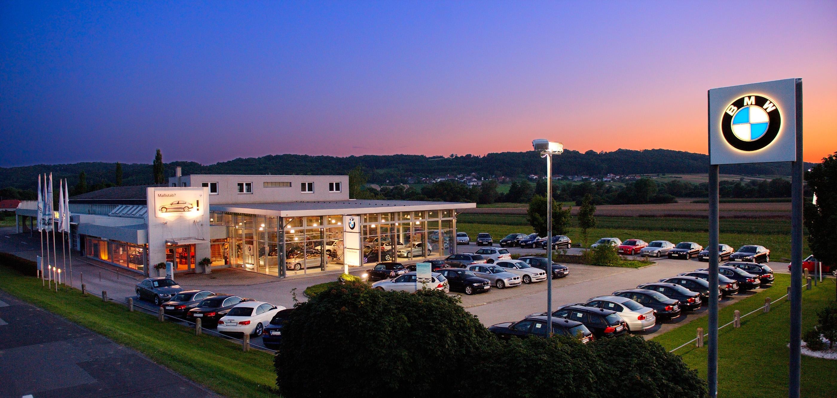 Das Autohaus Kohla-Strauss in St. Michael, Österreich, konnte seine Energiekosten durch den Umstieg von Öl auf Ochsner Wärmepumpen auf ein Viertel senken. (Foto: Ochsner Wärmepumpen GmbH / Kohla-Strauss)