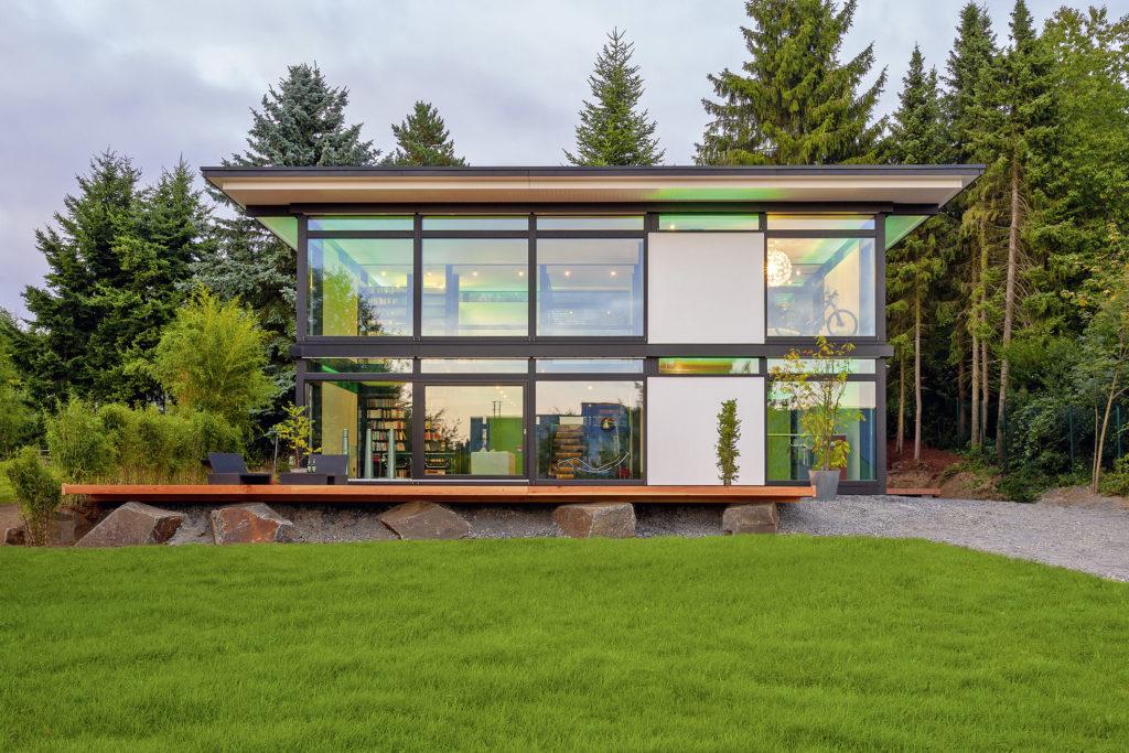 Ein Eigenheim im Grünen bietet Freiraum und Komfort. (Foto: BDF/HUF HAUS)