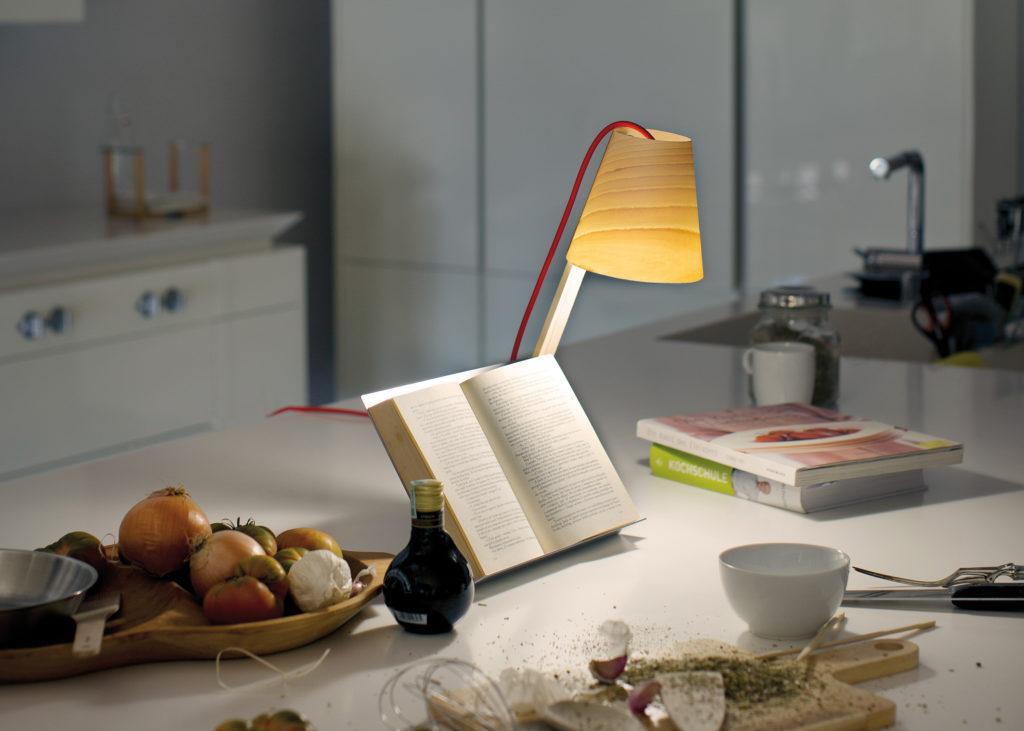 """Die Schreibtischleuchte """"Asterisco"""" gewann im Jahr 2015 den iF Design Award. (Foto: LUZIFERLAMPS S.L.)"""