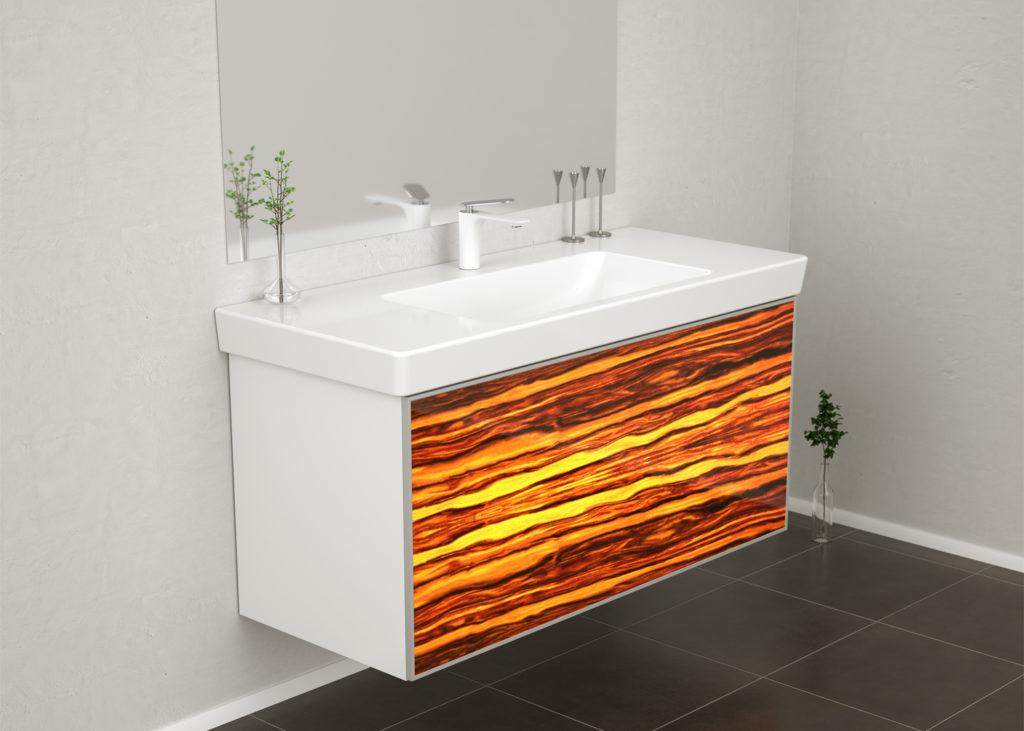 Das Laminieren von Holz hinter Glas macht die Furnierleuchten witterungsbeständig, sodass sie auch für Badezimmermöbel verwendet werden können. (Foto: WOODEN Germany)
