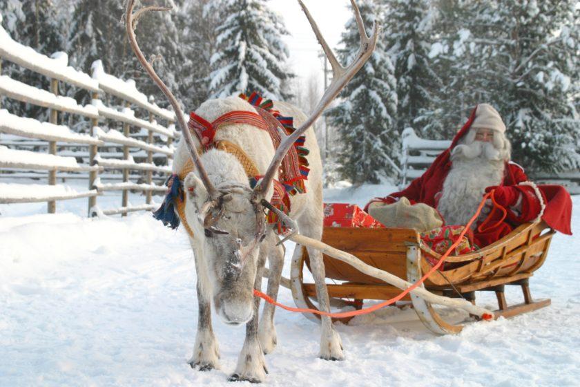 Der Weihnachtsmann produziert seinen Strom mit Solarmodulen. (Bild: Sharp Energy Solutions)