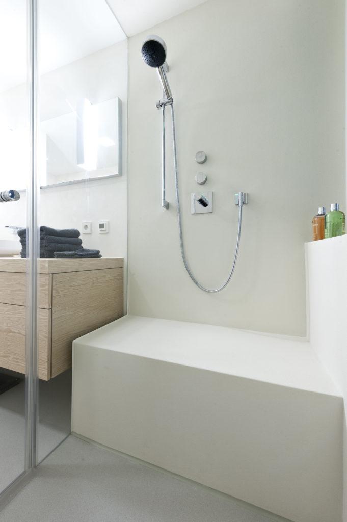 Der Trend geht zu durchgängigen, wenn möglich fugenlosen Wand- und Bodenflächen, die leicht zu reinigen sind. Foto: Wahl GmbH