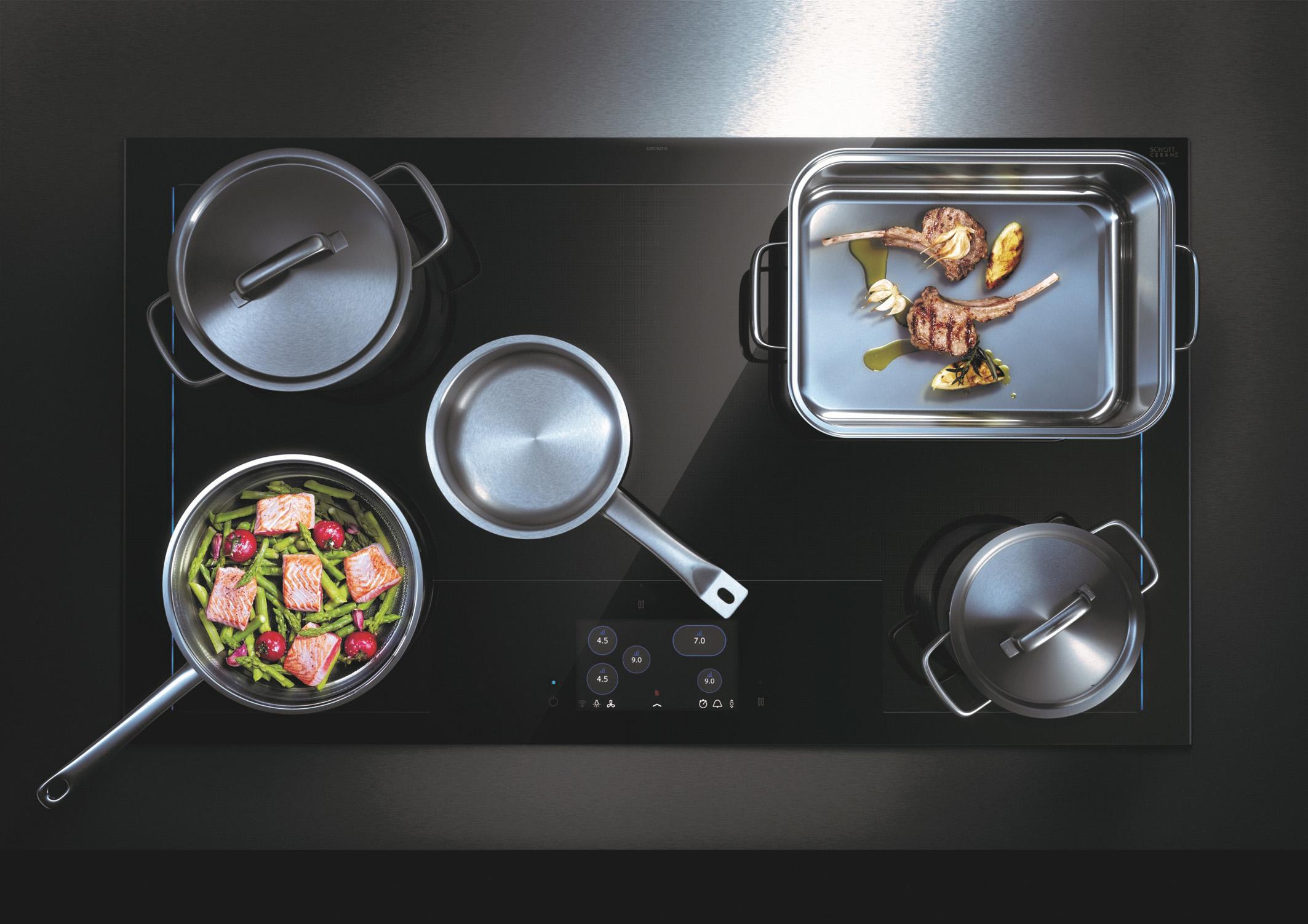 Beim Induktionskochfeld kochen Speisen schneller und Vitamine bleiben erhalten. (Foto: AMK)