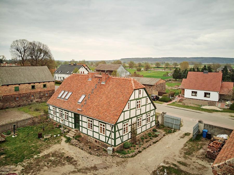 Das Haus prägt das Bild der Bauernstraße in Lunow. KfW Award Bauen 2019 Lunow. | Bildquelle: © KfW-Bildarchiv / Claus Morgenstern