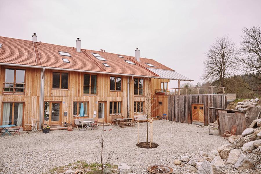 Die neuen Holzhäuser vom Gabrielhof. KfW Award Bauen 2019 Eggstätt Bayern. | Bildquelle: © KfW-Bildarchiv / Claus Morgenstern