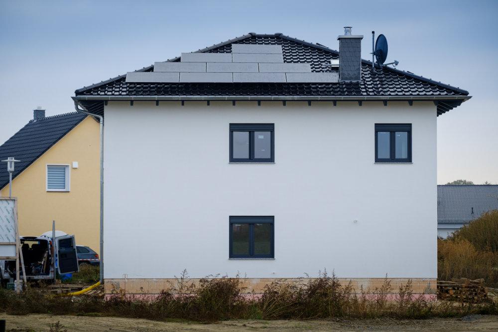Energiesparen auf 162 Quadratmeter: Die Kombination aus Photovoltaikanlage sowie effizienten Heiz- und Lüftungstechniken macht das Eigenheim von Christian Wolff zum KfW-Bau 40 Plus. | Bildquelle: Bosch
