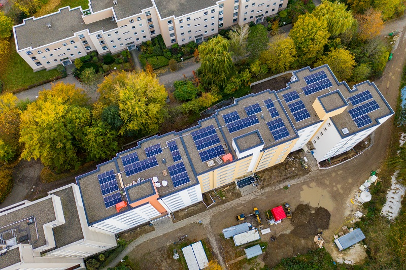 Solarimo GmbH Solarmodule auf Mehrfamilienhaus