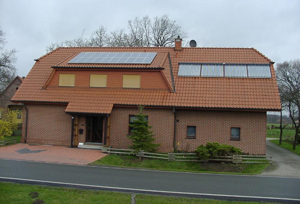 Haus Vinke in Friedewalde, erste Photovoltaik aus 2000 ©Uwe Vinke