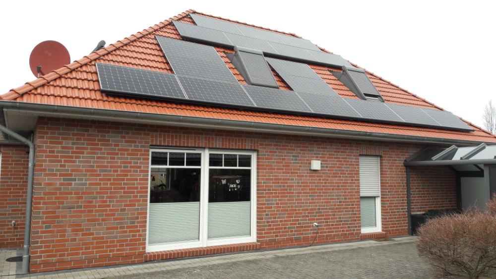 Haus Vinke in Norden mit neuer Photovoltaikanlage 2021 ©Uwe Vinke